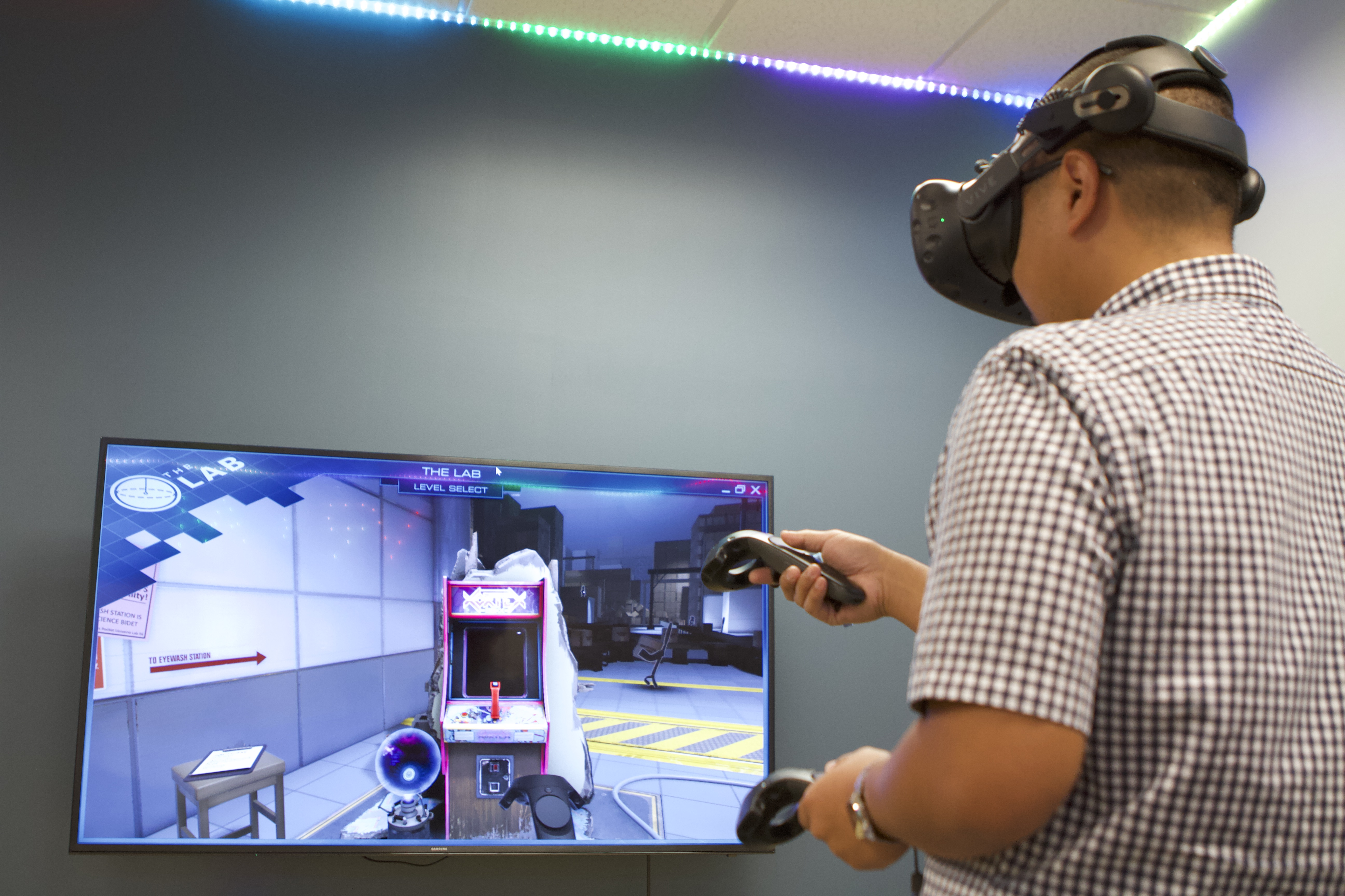 5a92046c9508 New Lab Lets La Sierra Students Explore Virtual Reality