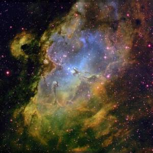 hubble-eagle-nebula-wide-field-04086y.jpeg
